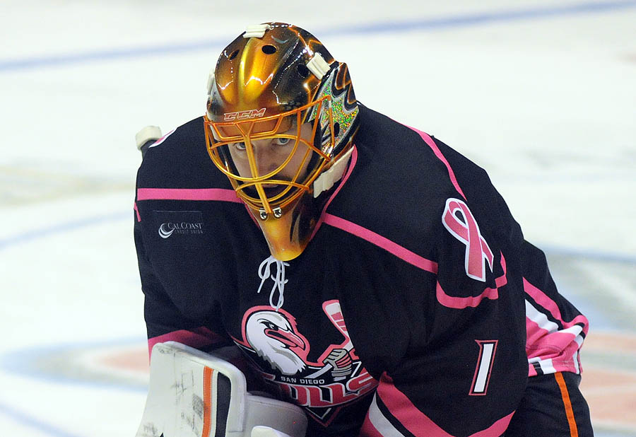 Enroth+pink_in_the_rink